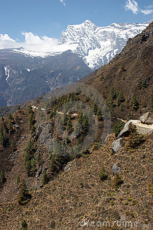 Rastro de montaña en Himalaya, Nepal