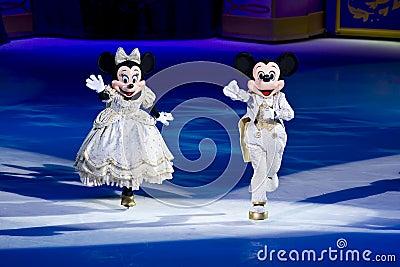 Rato Disney de Minnie e de Mickey no gelo Foto de Stock Editorial