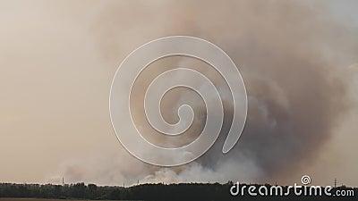 Rauchwolken nach Explosion stock video footage