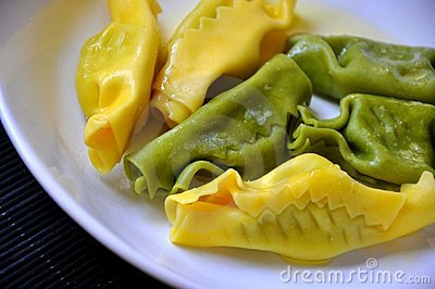 Ravioli con spinach and ricotta cheese