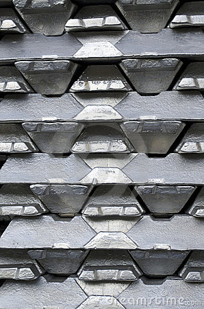 Free Raw Aluminum Ingots Royalty Free Stock Photos - 18275368
