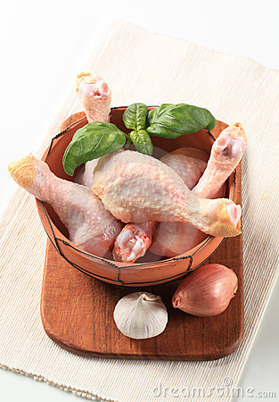 Raw chicken drumsticks