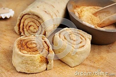 Raw cinnamon buns