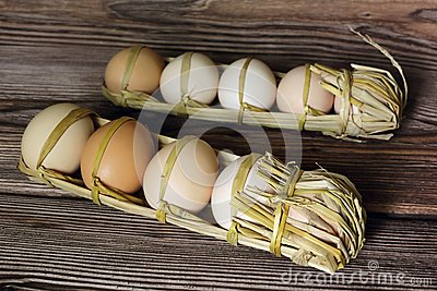 Raw eggs packed in straw
