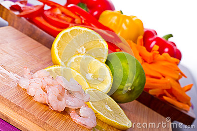 Raw prawns with lemon slices and lime