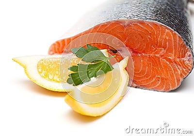 Raw salmon and lemon