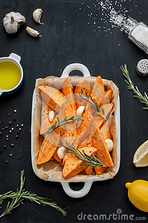 Free Raw Sweet Potatoes Prepared To Bake In White Ceramic Roasting Dish Royalty Free Stock Photo - 65519785