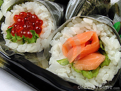 Ręce rolki sushi