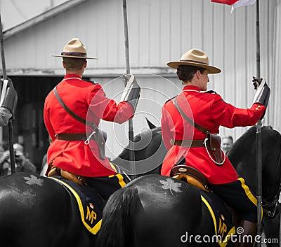 RCMP, caballos y tatuaje de la hoja de arce Imagen de archivo editorial