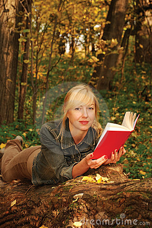 Free Reading Blond Woman  Is Laying On The Tree Royalty Free Stock Images - 6963979