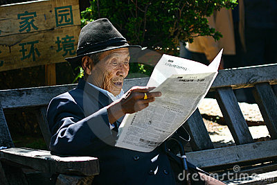 Reading Chinese newspaper