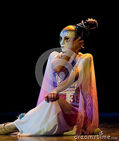 Ready to open Mask--Chinese folk dance