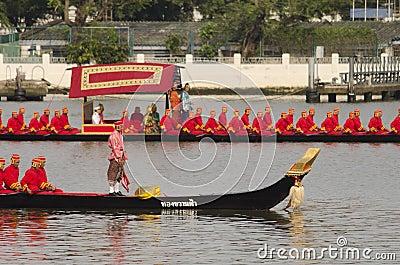 Reais tailandeses barge dentro Banguecoque Foto Editorial