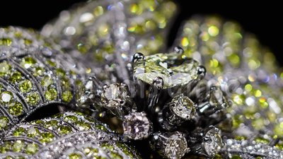 Yellow diamond ring no 3D, it`s video shooting only. Real dispersion, yellow diamonds, extreme close up, Tilt shift lens bokeh stock footage