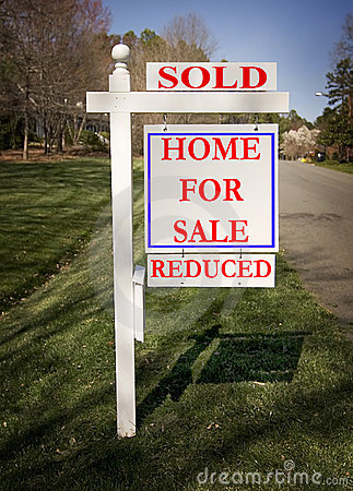 Free Real Estate Sign With Sold And Reduced Royalty Free Stock Photography - 4673777