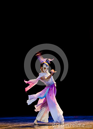 Between reality and illusion--Chinese folk dance