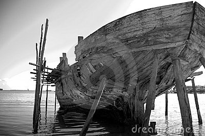 Rear view big dhow black and white