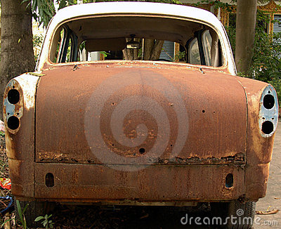 Rear view of an abandoned rusty car