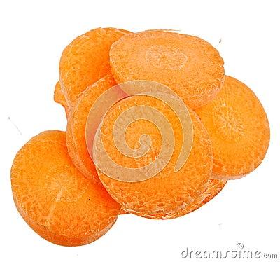Rebanada de la zanahoria aislada