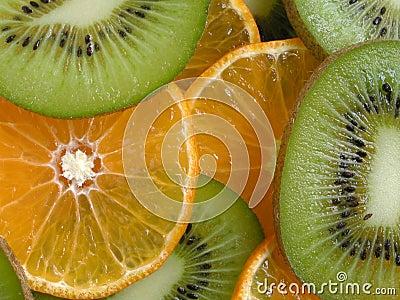Rebanadas de la naranja y del kiwi