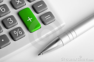 Rechner und Feder. Plustaste grün gefärbt