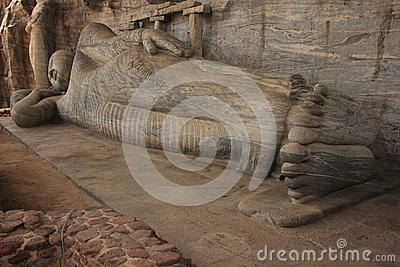 Reclining Buddha carved from rock, Polonnaruwa, Sr