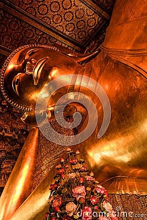 Reclining buddha within the Wat Pho