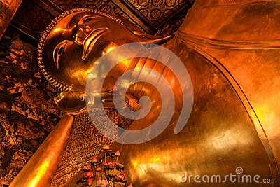 Reclining buddha within the Wat Pho