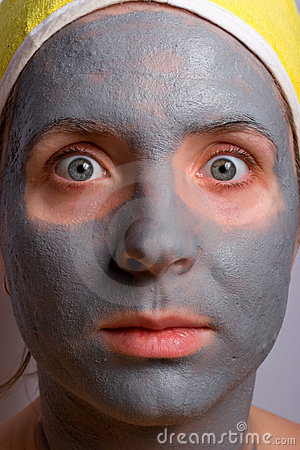 Recovery and facial of the woman
