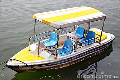 Recreation boat
