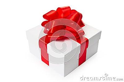 Rectángulo de regalo blanco con el arqueamiento y la cinta rojos del satén
