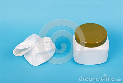 Recyclable plastic box