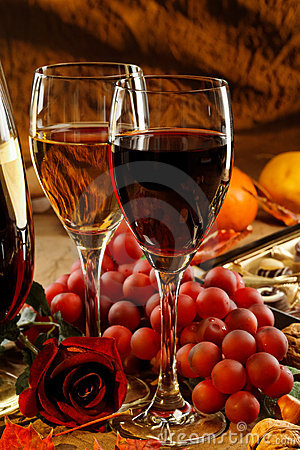 Free Red And White Wine. Stock Photography - 19709092