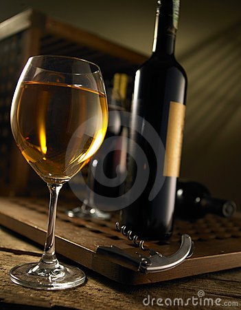 Free Red And White Wine Royalty Free Stock Image - 5483306