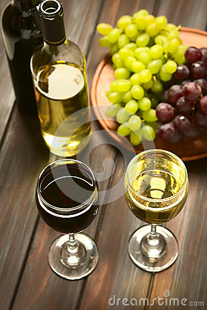 Free Red And White Wine In Glasses Royalty Free Stock Photo - 51727705