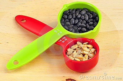 Red ans green measuring cups