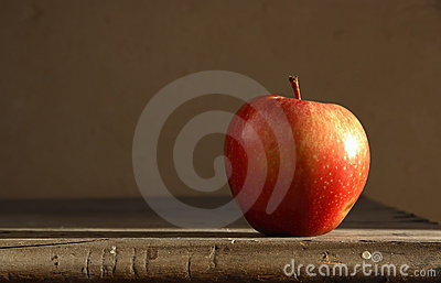 Red apple on table