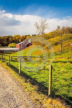 Free Red Barn Along Country Road In Rural York County, Pennsylvania. Royalty Free Stock Photography - 48446757