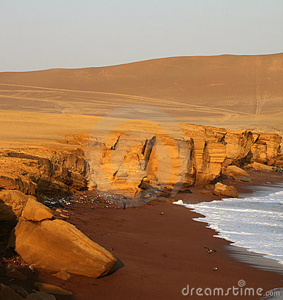 Free Red Beach, Peru Royalty Free Stock Photography - 4130667