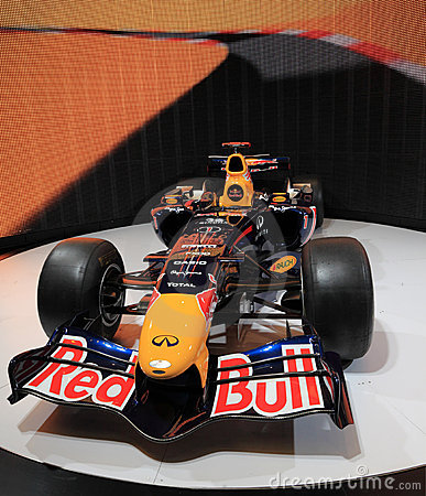 Red Bull, das RB7 Renault läuft Redaktionelles Bild