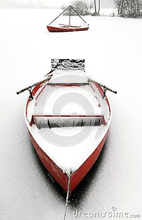 Free Red Canoe Royalty Free Stock Photo - 12251525