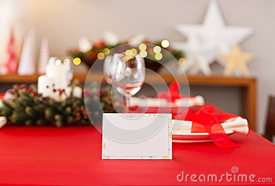 red-christmas-dinner-table-setup-name-card-place-39475782.jpg