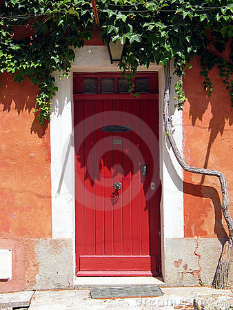 Free Red Door In Tuscany. Italy Royalty Free Stock Photos - 155988