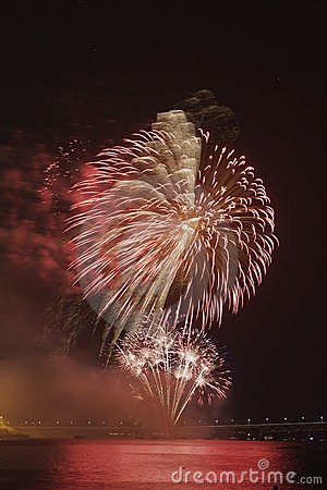 Free Red Fireworks Stock Photography - 9915982