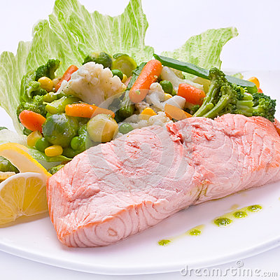 Red fish with boiled vegetable