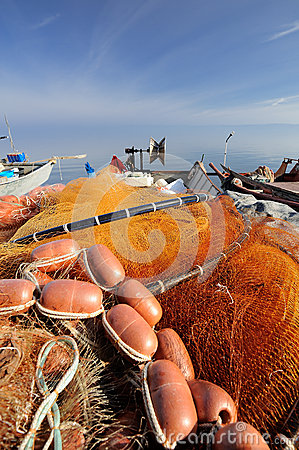 Free Red Fishnet And Fisherman Tools Royalty Free Stock Images - 51887839