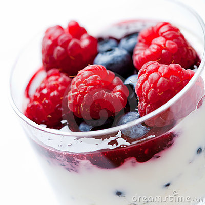 Red fruits with yogurt and mascarpone cream