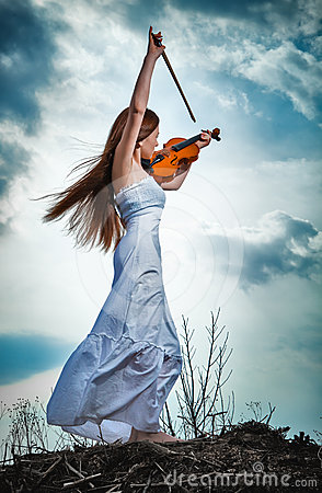 The red-haired girl with a violin