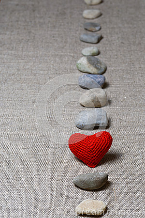 Free Red Heart In Vertical Row Of Stones Royalty Free Stock Photo - 56680995