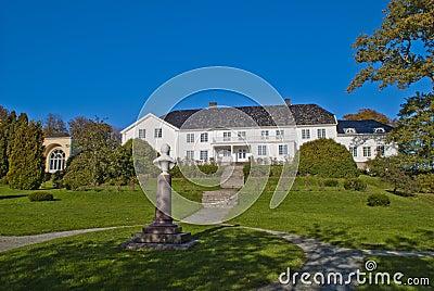 Red mansion (in norwegian rød herregård)